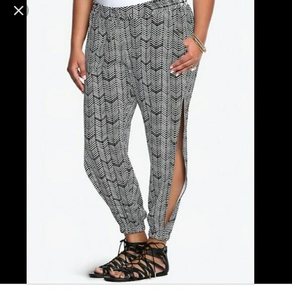 ccfeb9aefe76b Torrid Rayon pants. M 5ad29204d39ca2300e0c48e7